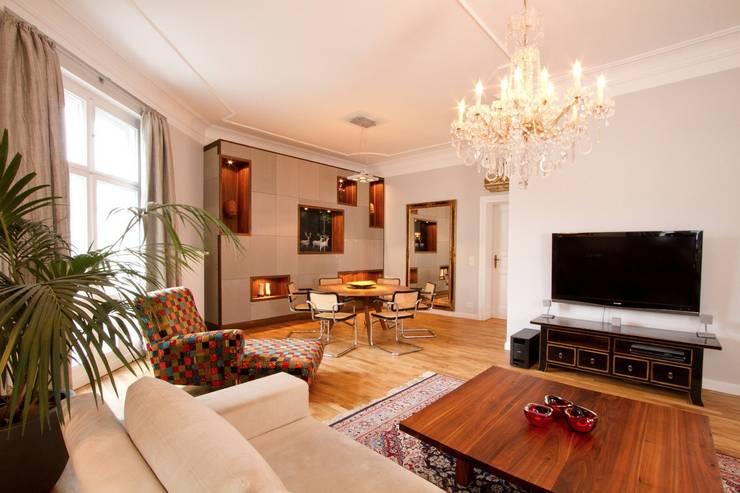 Salas de estar ecléticas por EINRAUMKONZEPT