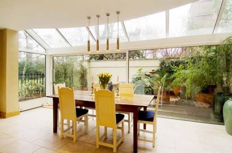 Family Home Notting Hill: klassischer Wintergarten von Tatjana von Braun Interiors