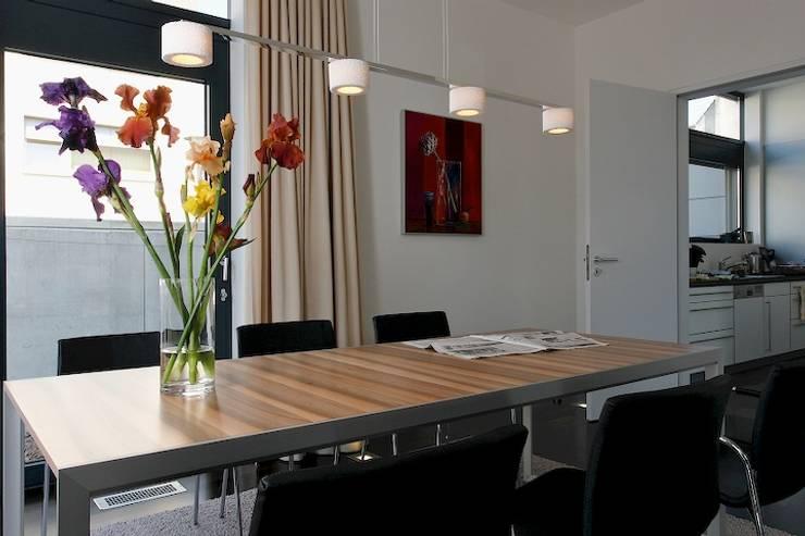 Family Home Cologne:   von Tatjana von Braun Interiors,Klassisch