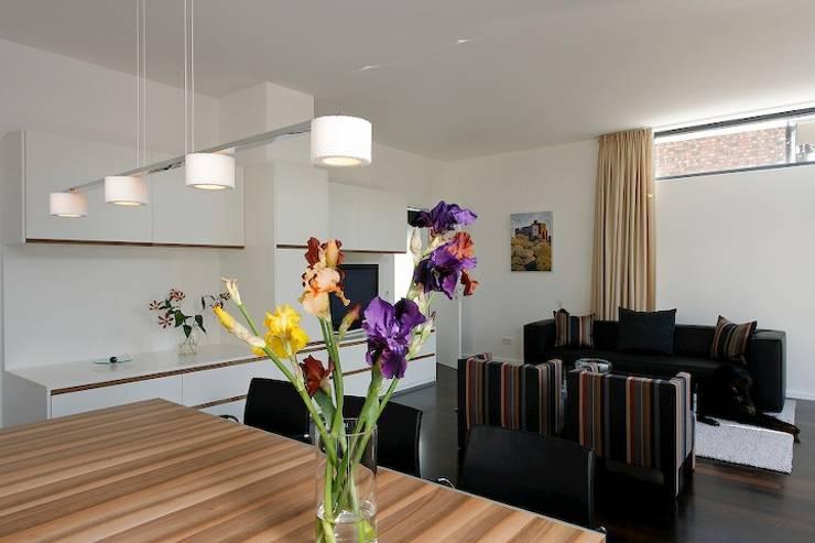 Family Home Cologne:  Wohnzimmer von Tatjana von Braun Interiors,Klassisch