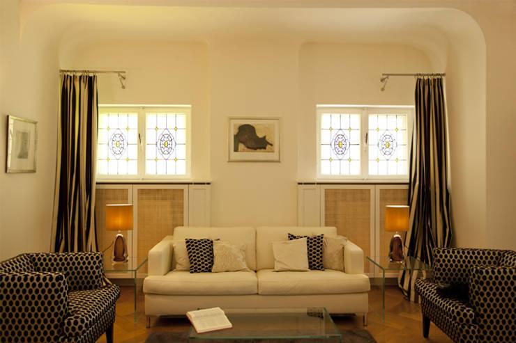 Family Home Bonn:  Wohnzimmer von Tatjana von Braun Interiors