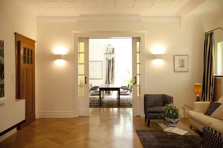 Soggiorno in stile  di Tatjana von Braun Interiors