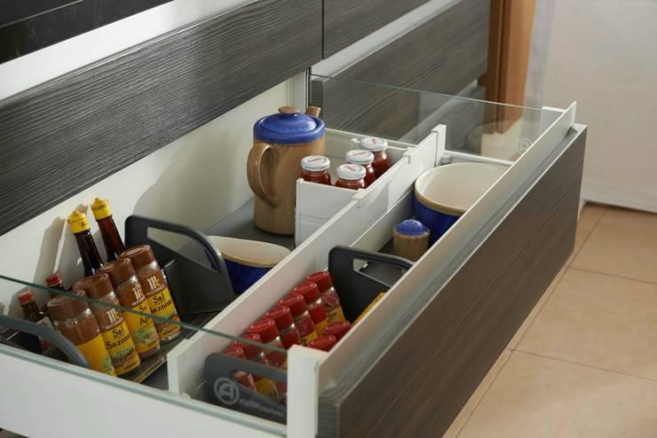 Kitchen by Aura Cocinas