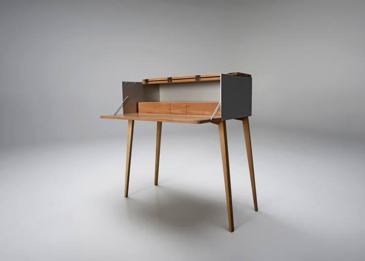 Bureau de style de style Classique par Rohstoff Design