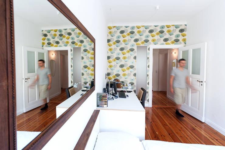 Umgestaltung einer Altbauwohnung in Berlin:   von BERLINTERIORS,