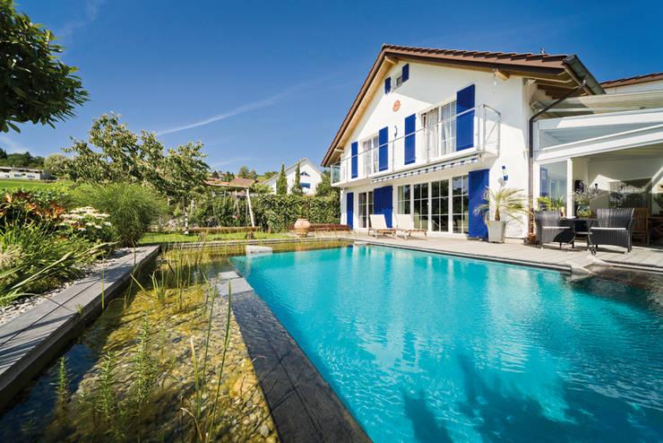 Giardino con piscina in stile  di Balena GmbH