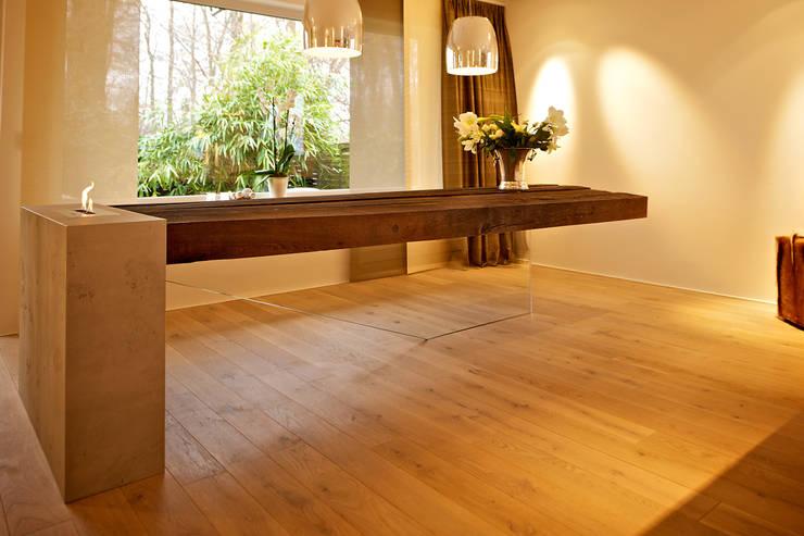 """""""flying table""""  -  by Helm Design: ausgefallene Esszimmer von Ihr Schreinermeister GmbH"""