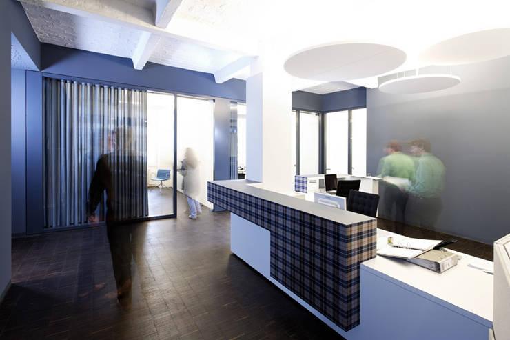 a-base I büro für architektur:  tarz Ofisler ve Mağazalar