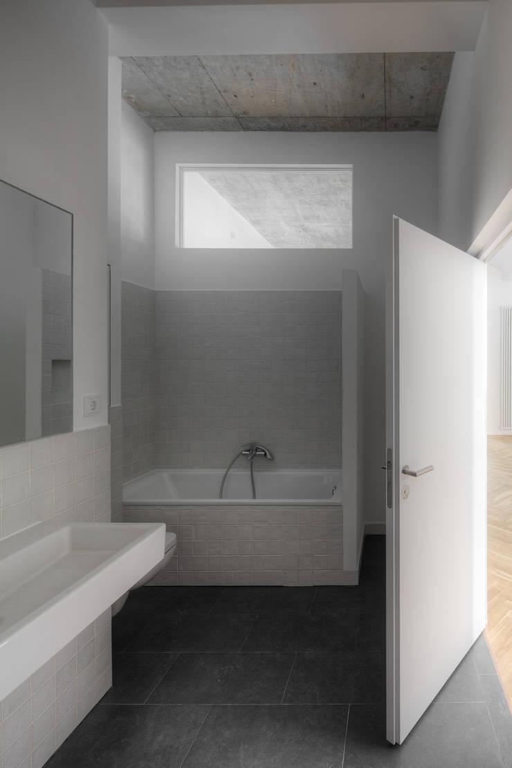 Baños de estilo  por marc benjamin drewes ARCHITEKTUREN