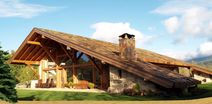 rustikaler Flur, Diele & Treppenhaus von Manuel Monroy, arquitecto