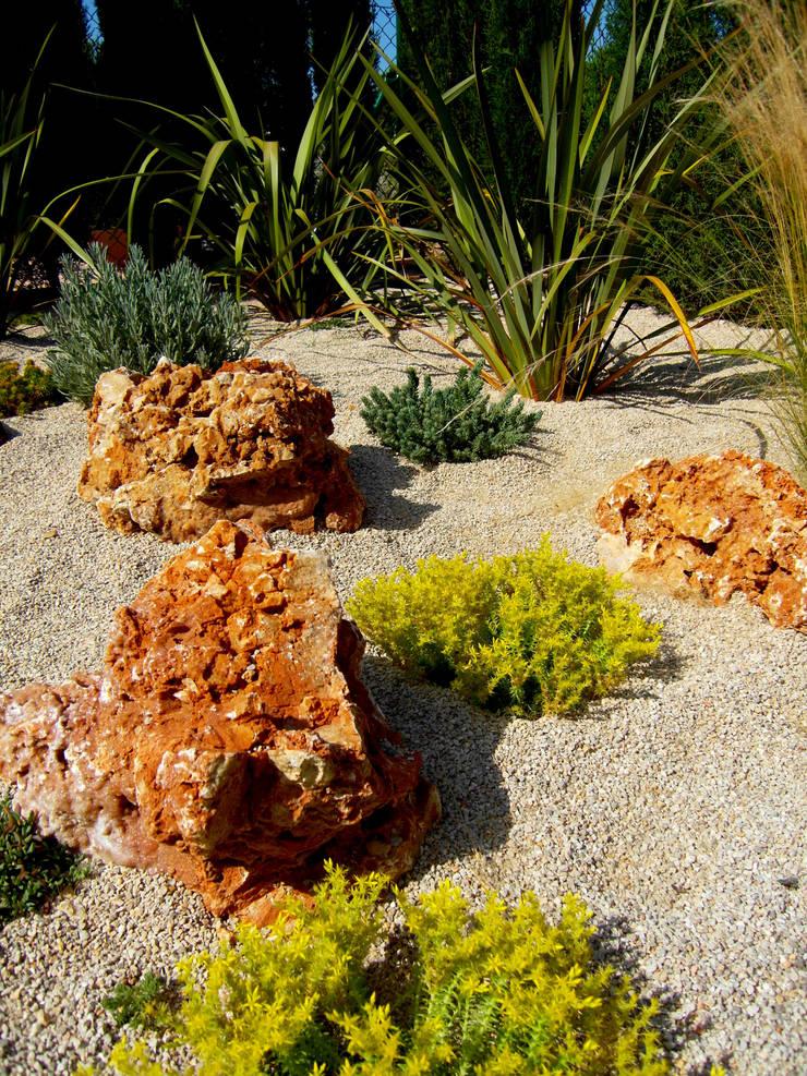 Ametlla de Mar: Jardín de estilo  de Simbiosi Estudi