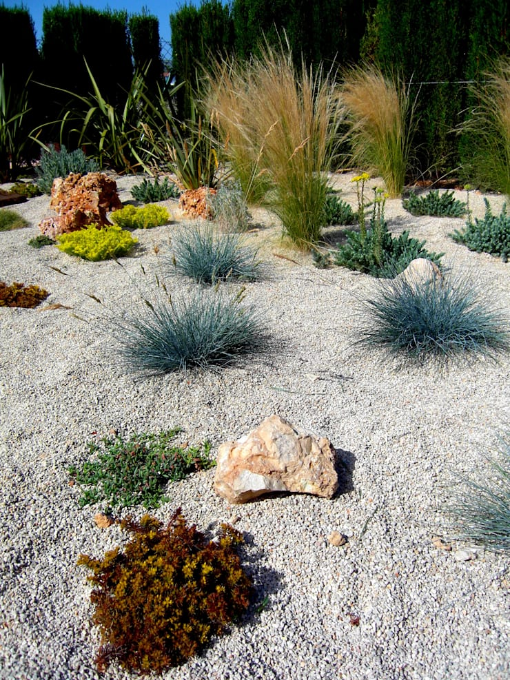Ametlla de Mar: Jardines de estilo  de Simbiosi Estudi
