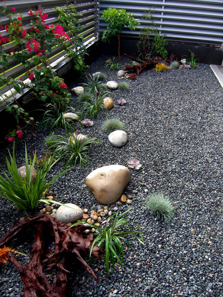 Sant Joan Despí: Jardines de estilo  de Simbiosi Estudi
