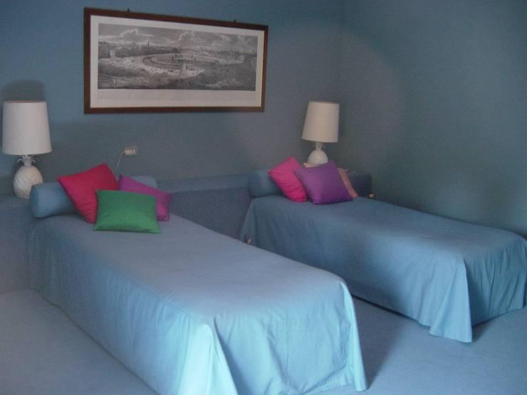 Feng Shui im Schlafzimmer: klassische Schlafzimmer von CONSCIOUS DESIGN - INTERIORS
