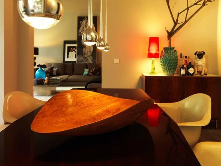 Kutscherhaus / Diningroom: ausgefallene Wohnzimmer von Conni Kotte Interior