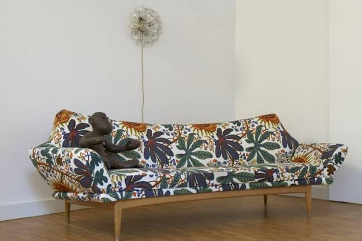 Zahnarztpraxis / comeandrelax:  Wohnzimmer von Conni Kotte Interior