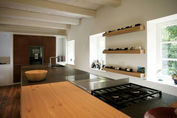 Kitchen by Architektur- und Innenarchitekturbüro Bernd Lietzke