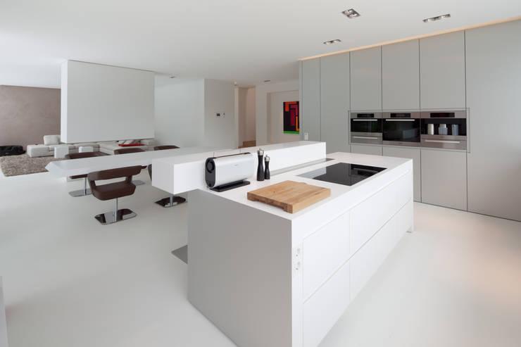 Villa Germany:  Küche von HI-MACS®