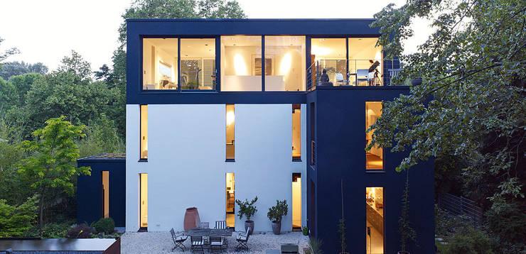 Gartenansicht: moderne Häuser von A-Z Architekten