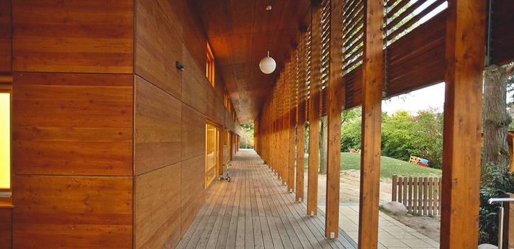 Laubengang:  Schulen von A-Z Architekten