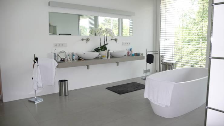 Doppelwaschtisch:  Badezimmer von homify