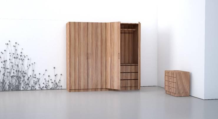 Camera da letto in stile in stile Classico di Schrankplaner GmbH