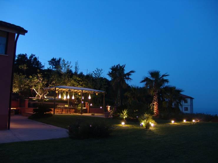 Private Villa: Cucina in stile in stile Mediterraneo di SPLD SA