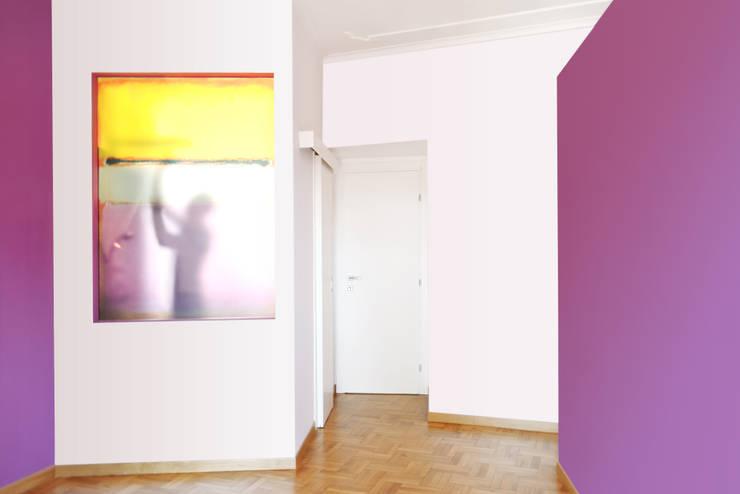 La camera da letto padronale: Camera da letto in stile  di CAFElab studio