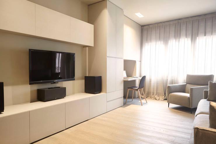 Livings de estilo moderno por Coblonal Arquitectura