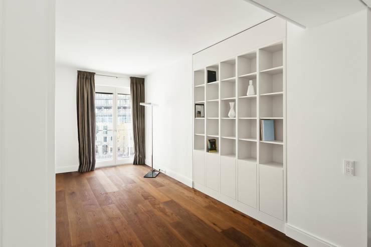 Sala de estar  por Die Möbel Manufaktur
