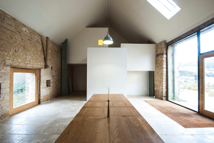 Court Farm Barn: rustic Dining room by Designscape Architects Ltd