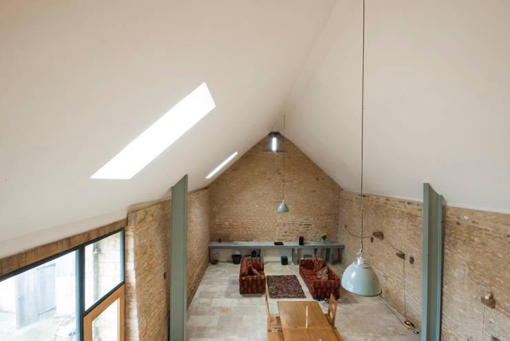 Court Farm Barn: rustic Living room by Designscape Architects Ltd
