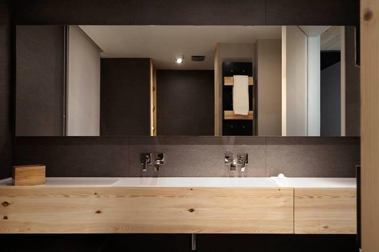 Casas de banho  por Coblonal Arquitectura