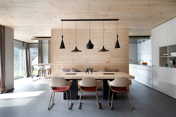 scandinavian Dining room by Coblonal Arquitectura