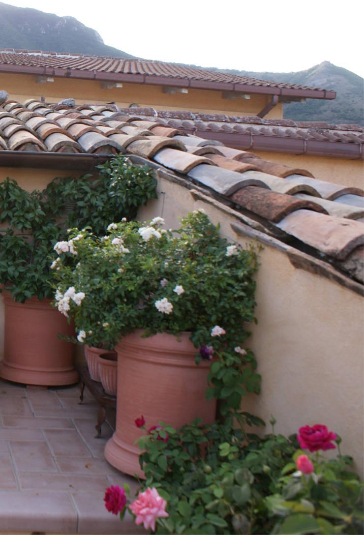 Terrasse von Au dehors Studio. Architettura del Paesaggio