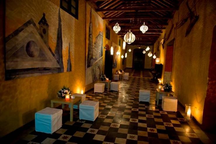 DECORACION CHILL OUT en la Costa del Sol. SPAIN:  de estilo  de alfombra roja