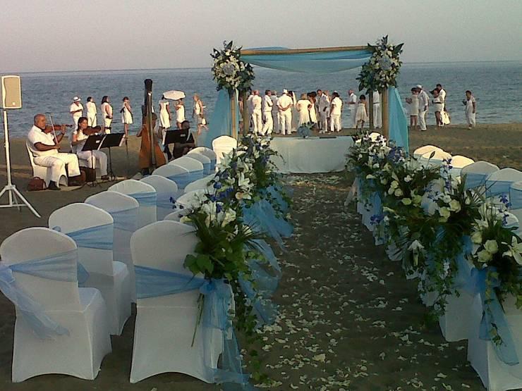 boda en la playa: Hogar de estilo  de alfombra roja