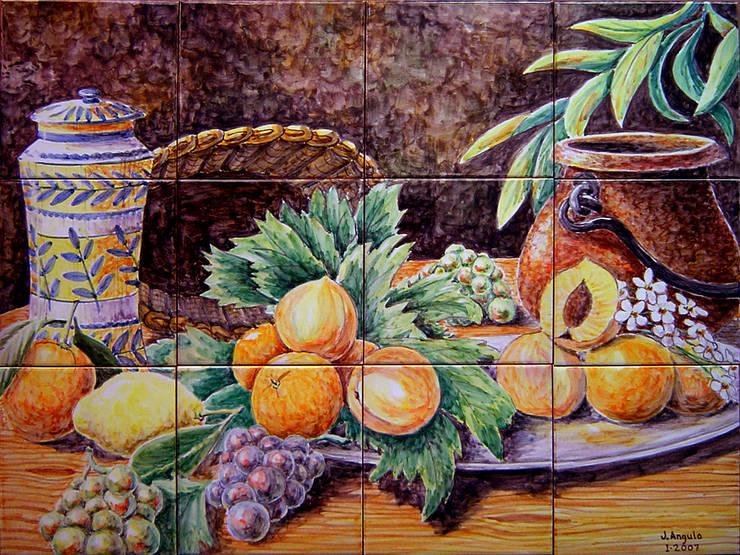 Frutas y flores con cerámica, mimbre y cobre: Vestíbulos, pasillos y escaleras de estilo  de Angulo Ceramic Art