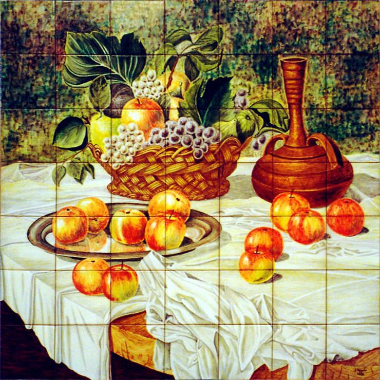 Manzanas, uvas e higos: Vestíbulos, pasillos y escaleras de estilo  de Angulo Ceramic Art