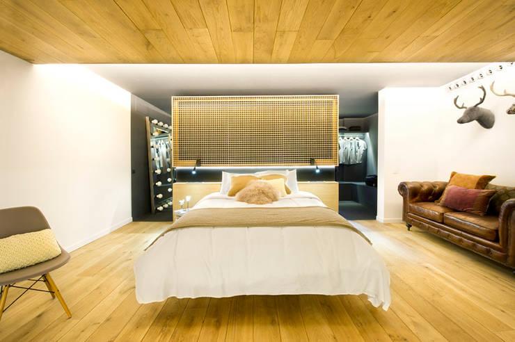 Bajo comercial convertido en loft (Terrassa): Dormitorios de estilo ecléctico de Egue y Seta