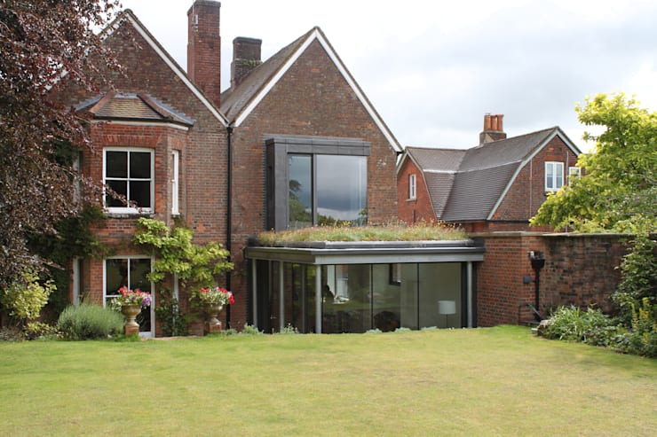 Kingsbury Croft: modern Houses by Designscape Architects Ltd
