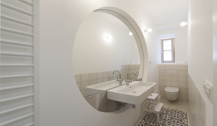 Brut Deluxe Architecture + Design의  욕실,