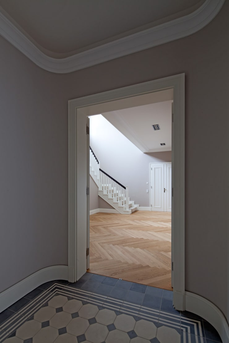 Classic style corridor, hallway and stairs by CG VOGEL ARCHITEKTEN Classic