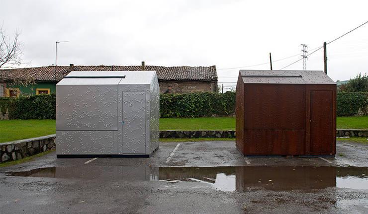kiosk m.poli: Casas de estilo  de Brut Deluxe Architecture + Design