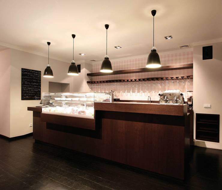 La Tavola è Pronta! - Interieurdesign für eine Enoteca: moderne Esszimmer von CG VOGEL ARCHITEKTEN