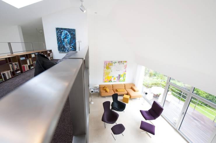Designhous Herdecke:  Wohnzimmer von HAACKE Innenarchitekten & Designer,Skandinavisch