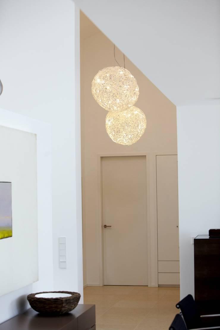 Designhous Herdecke:  Flur & Diele von HAACKE Innenarchitekten & Designer,Skandinavisch