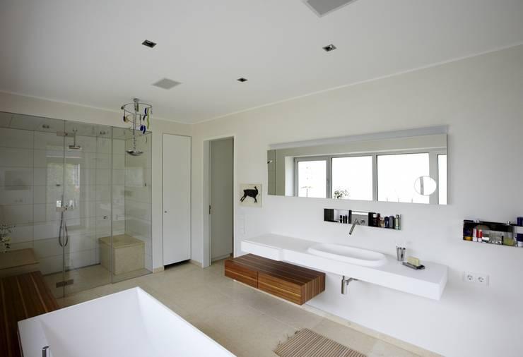 浴室 by HAACKE Innenarchitekten & Designer