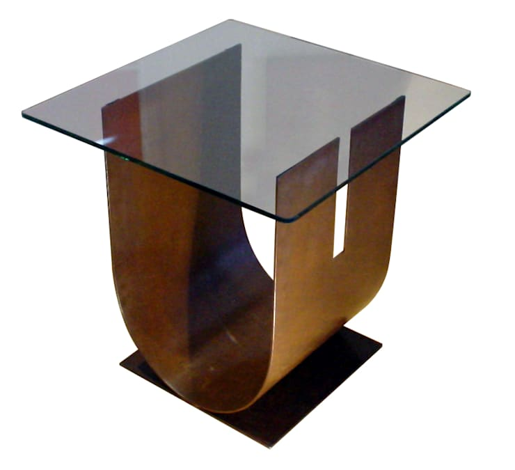 """U "" - Mesa auxiliar moderna de vidrio: Salones de estilo moderno de GONZALO DE SALAS"