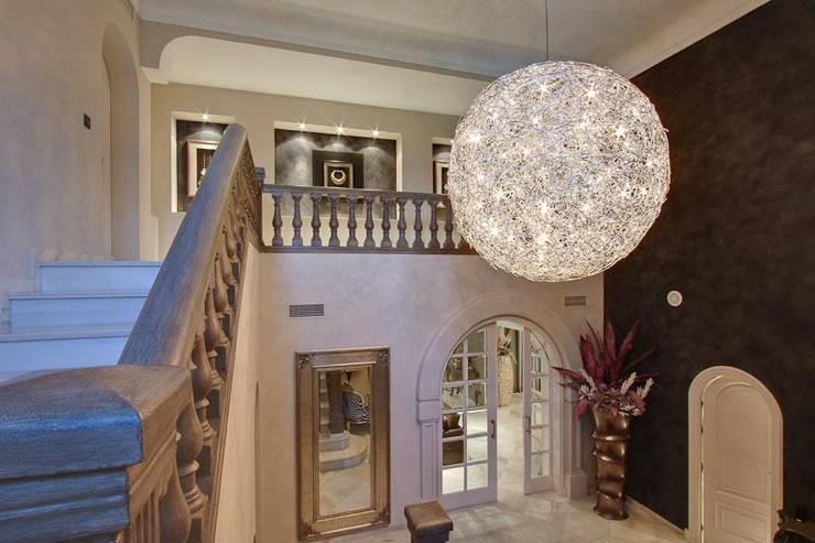 Entrada: Pasillos y vestíbulos de estilo  de Ambience Home Design S.L.